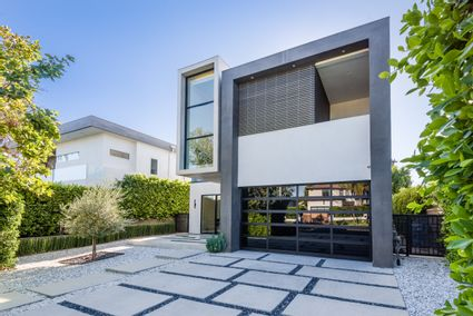 LA modern exterior
